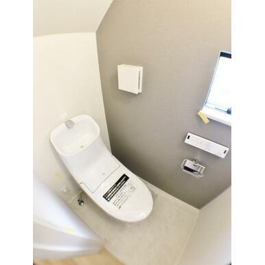 【トイレ】 オート洗浄、節水機能などエコで清潔!