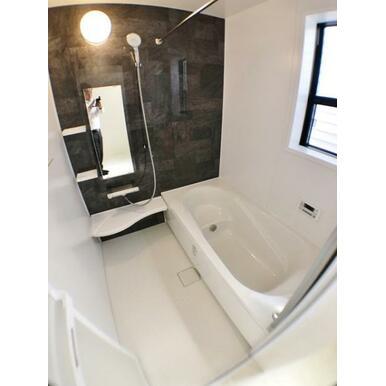 【浴室】 お湯が冷めにくい浴槽、追い炊き機能付でいつでも温かいお風呂に!