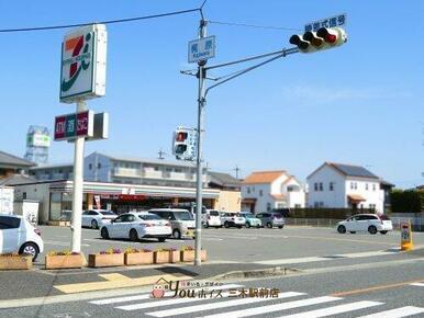 セブンイレブン社梶原店