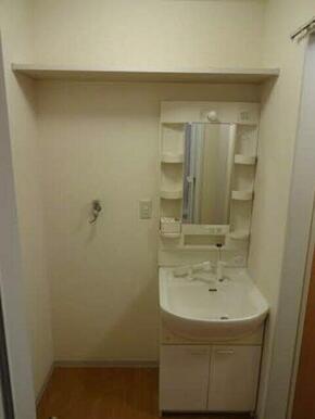 収納棚、洗濯機置き場