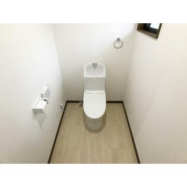 1階トイレ新品交換済みです。