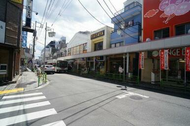 「西荻窪」駅周辺には多くの商業施設が建ち並びます♪