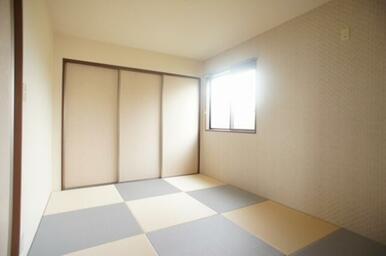 ☆モダン畳を使用した和室☆壁にはアクセントクロスを採用しております☆