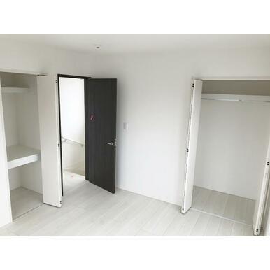 洋室 全室収納スペース付きなので、住空間もスッキリします♪