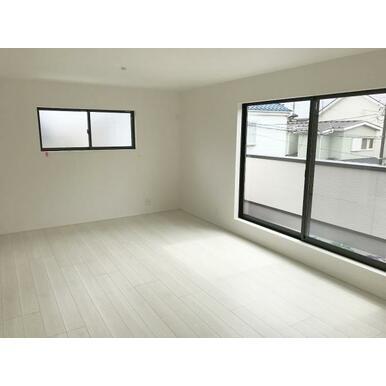 リビング 白を基調とした静かな色合いなので、家具やカーテンの色も選びやすい♪