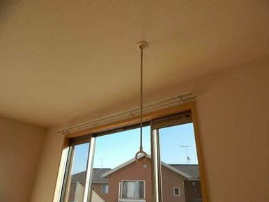 雨の日や花粉の時期、お出かけ時に便利な室内物干し。