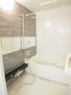 高級感のある浴室♪♪雨の日のお洗濯も安心!!浴室暖房乾燥機付♪♪