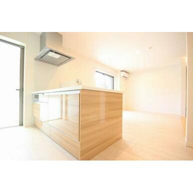◆LDK◆対面キッチンなのでお部屋の様子もうかがいながら料理することができます☆