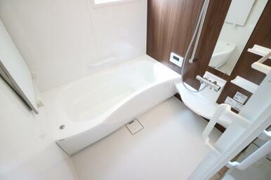 ゆったりとした浴室で日々の疲れを癒してください!