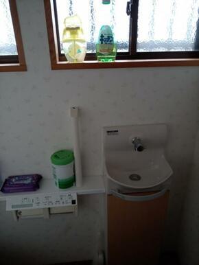 母屋のトイレ。リフォーム済み。