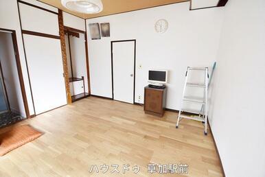 1階の洋室は収納もございます!お風呂と繋がっているので導線も楽々!お風呂は2方向から入室可能!