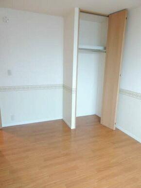 独立した洋室は、書斎や子供部屋に最適です。家具の配置もし易い形です
