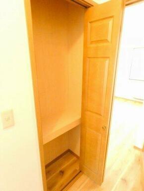 1階廊下にある収納スペースです