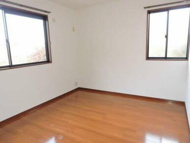 デッドスペースが無いので、家具など自由に配置できます♪