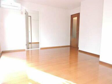 壁付けのキッチンなので家具や家電の配置がしやすいです♪