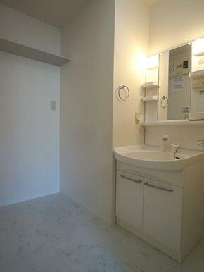 【洗面所】洗面台は洗髪のできるシャンプードレッサーです☆