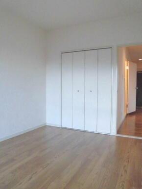 各居室には収納付・お部屋を広く使えます♪