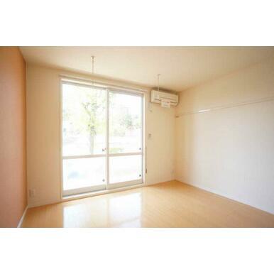 ◆洋室◆窓も大きく明るいお部屋です★