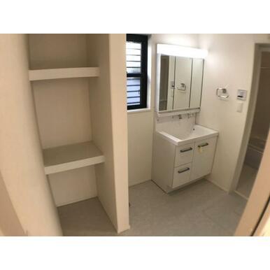 洗面 洗面室にも収納スペースをご用意いたしました。