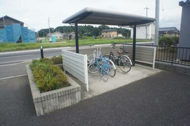 ★敷地内に屋根付駐輪場があります