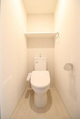 明るく清潔感のあるトイレ
