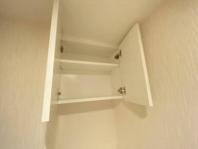 「トイレ」上部に棚もついております。