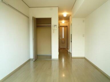 2階角部屋の洋室