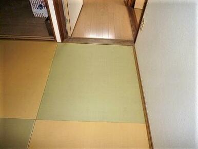 別棟(離れ)の2階和室はお洒落な琉球調畳。