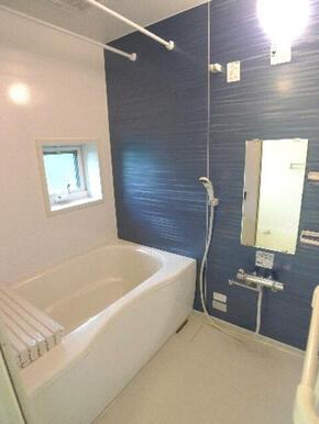 【都市ガス】が導入されたお風呂でリラックス♪給湯器は【追い焚き機能付】です♪給水温度を細かく調整でき