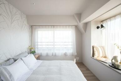 洋室約5.8帖。たっぷりの収納スペースで快適に過ごせます。
