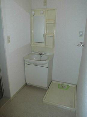 洗面台は新品に交換します