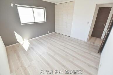 収納付きの洋室です!床はフローリングになっているので、掃除も楽々です(*^-^*)