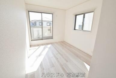 2階6帖収納付きの洋室です!床はフローリングになっているので、掃除も楽々です(*^-^*)