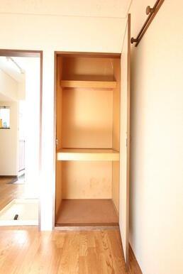 6帖洋室には収納に便利な物入付き