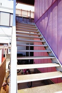 2階に上がる階段です