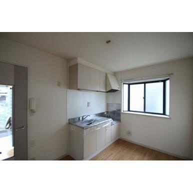 ◆キッチン(5.5帖)◆上下セパレートタイプの収納付きで、食器や調理器具がたくさん収納できそうですね