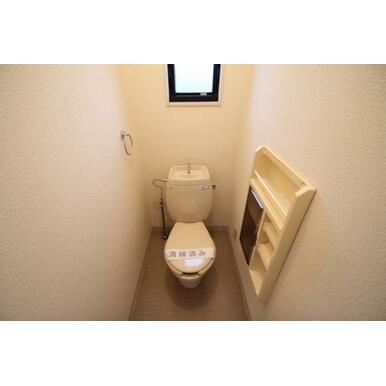 ◆トイレ◆タオル掛け、ペーパーラック付きです☆