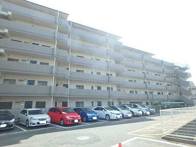 敷地内に駐車場・駐輪場あります!