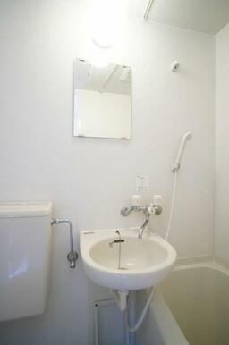 洗面はバスルームに併設