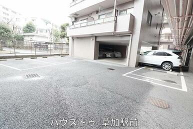 愛車を停められる駐車場ございます♪