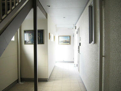 アトリエのような内廊下