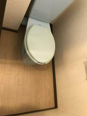 窓があり明るいトイレです