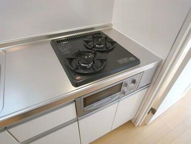 【キッチン】2口ガスコンロ&グリル付きのキッチンとなっております。