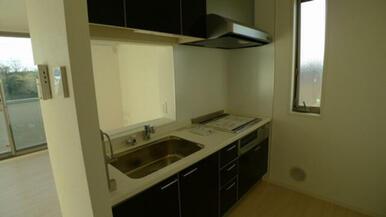 キッチンは対面式となります。 コンロは安全性と効率性の高いIHクッキングヒーターとなります★