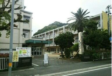 鶴岡小学校