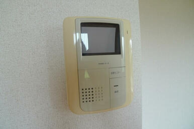 テレビ付きインターホンを設置しております♪