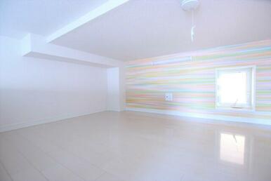 寝室や収納など多用途のロフト