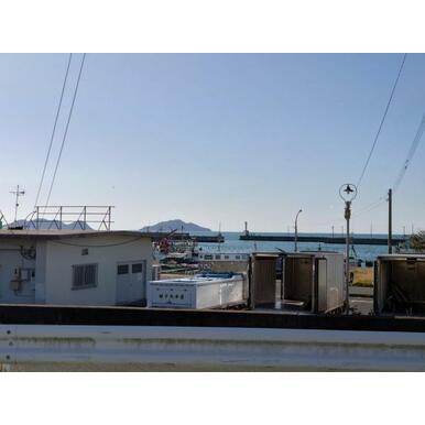 敷地から見える鐘崎漁港の風景です