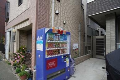 敷地内には自動販売機が御座います☆