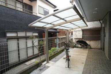 駐輪場は屋根付きです☆